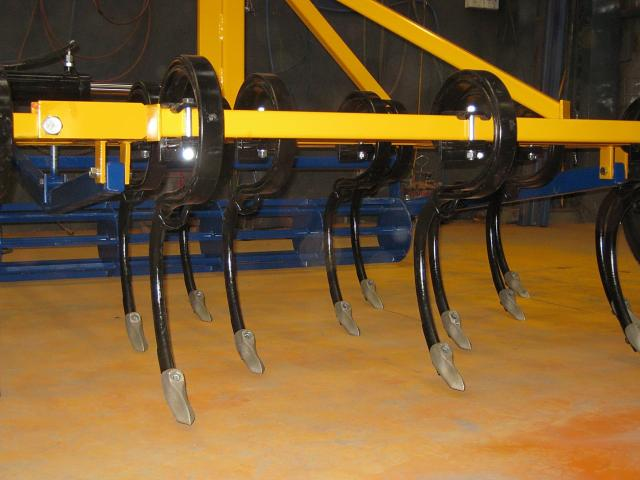 p19-02 — Heavy Duty Cultivator S Tines and Points