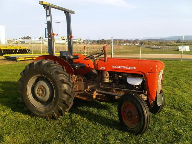 UM6396 — IN STOCK Used Massey Fergusson 35X Diesel 2WD Folding Rops 3PL