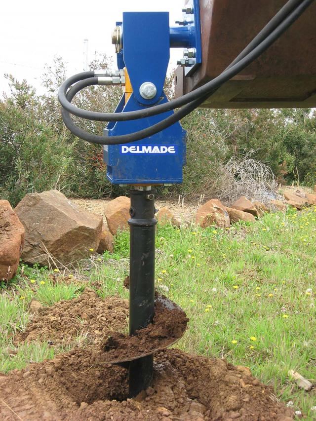 w12-05 — DELMADE Hydraulic Front End Loader Post Hole Digger