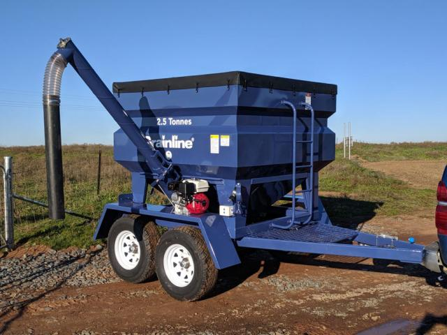 w13-002 — Trail Feeder 2.5 Tonne with Auger